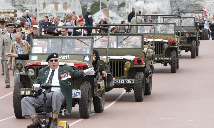 Canadian veterans take part in a parade in Dieppe, France, on Aug. 19, 2007, to mark the 65th anniversary of the Dieppe Raid. (CP Photo/Paul Chiasson)
