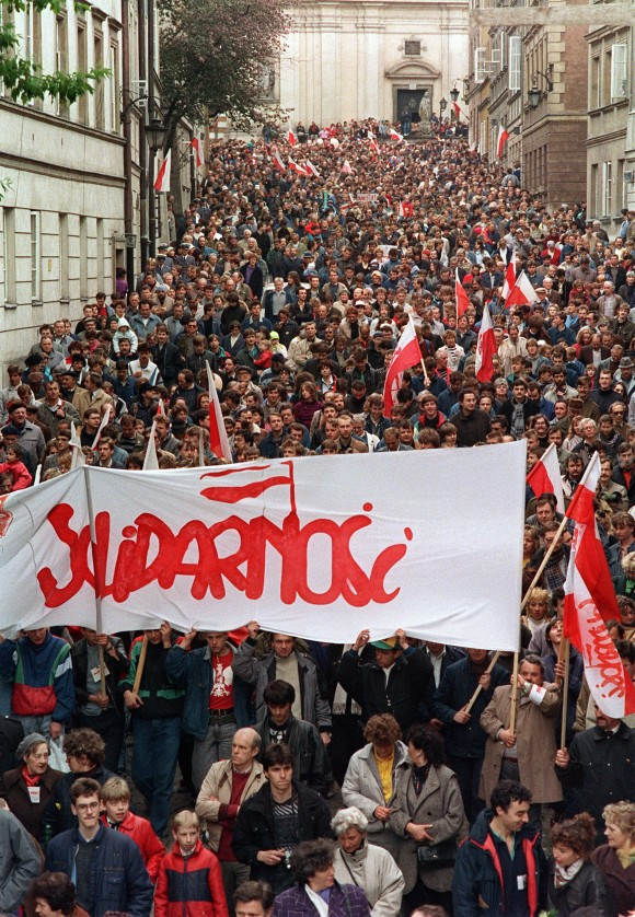 Hundreds of people demonstrate in the streets of Warsaw during a May Day rally organised by Trade Union Solidarity on May 01, 1989. (DRUSZCZ WOJTEIC/AFP/Getty Images)
