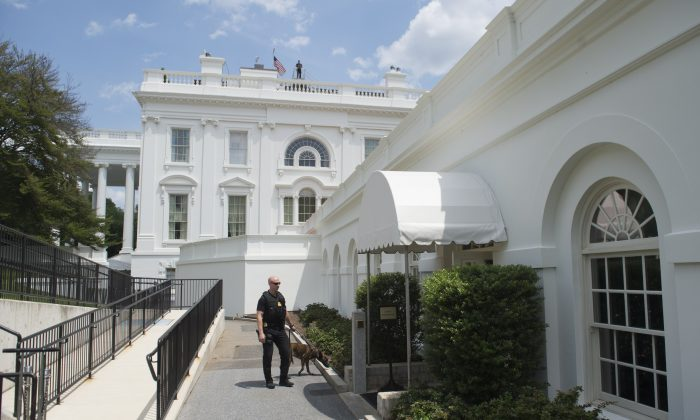 Secret Service stand outside the White House Briefing Room following an evacuation of the press at the White House in Washington, DC, June 9, 2015. (SAUL LOEB/AFP/Getty Images)