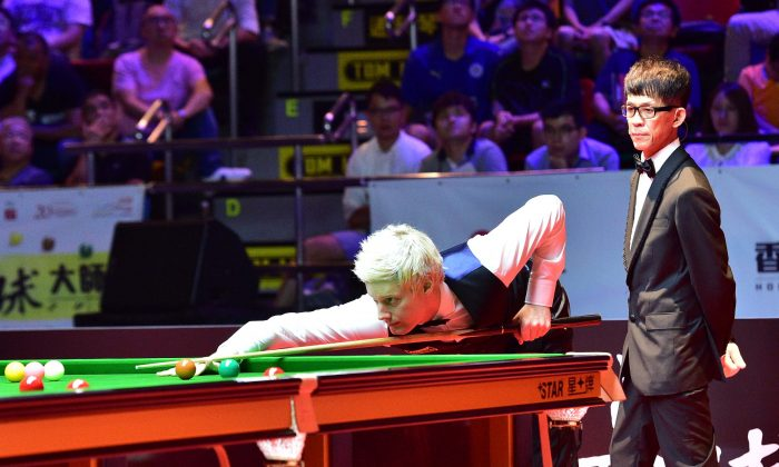 Neil Robertson in action in his quarter final match, in which he defeated World No1 Mark Selby. He went on to overcome Hong Kong born Marco Fu in the semi-final and then picked up the Masters Trophy by winning a thrilling final against the ever popular Ronnie O'Sullivan, at the Queen Elizabeth Stadium, on Sunday July 23. Robertson picked up a winner's prize of 100,000 GBP. (Bill Cox/Epoch Times)