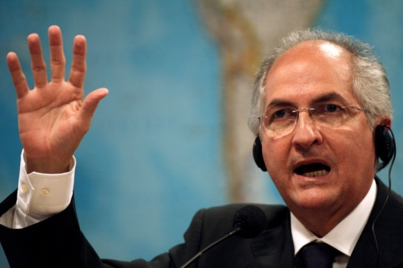 File photo: Caracas Mayor Antonio Ledezma talks during a hearing at the Brazilian Senate Foreign Relations Commission at the National Congress in Brasilia, Brazil October 27, 2009. (Reuters/Roberto Jayme/File Photo)