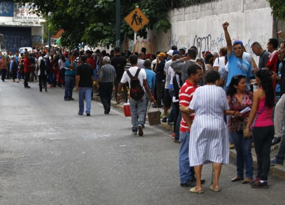 People wait in line to cast their vote during the Constituent Assembly election in Caracas, Venezuela, July 30, 2017. (Reuters/Christian Veron)