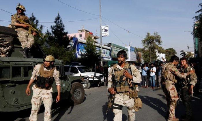 Afghan security forces leave the site of an attack on the Iraqi embassy in Kabul, Afghanistan July 31, 2017. (Reuters/Mohammad Ismail)
