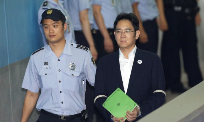 Lee Jae-yong, vice chairman of Samsung Electronics Co., arrives for his trial at the Seoul Central District Court in Seoul, South Korea August 7, 2017. (REUTERS/Ahn Young-joon/Pool)