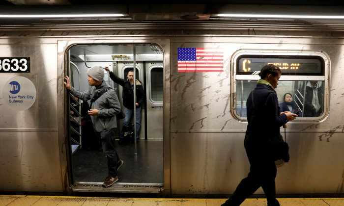Passengers wait inside a stopped C subway train after a power failure stopped multiple subway lines during the morning commute in New York City on April 21, 2017. (Reuters/Brendan Mcdermid/File Photo)