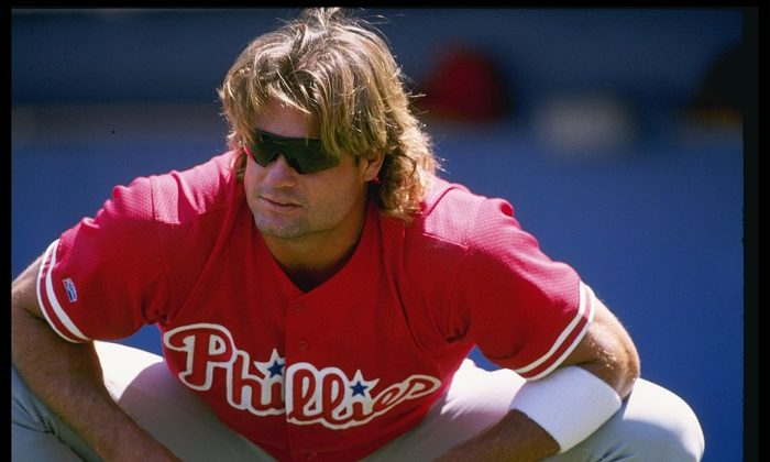 Catcher Darren Daulton of the Philadelphia Phillies at Dodger Stadium in Los Angeles, California, April 1, 1997. (Elsa Hasch  /Allsport)