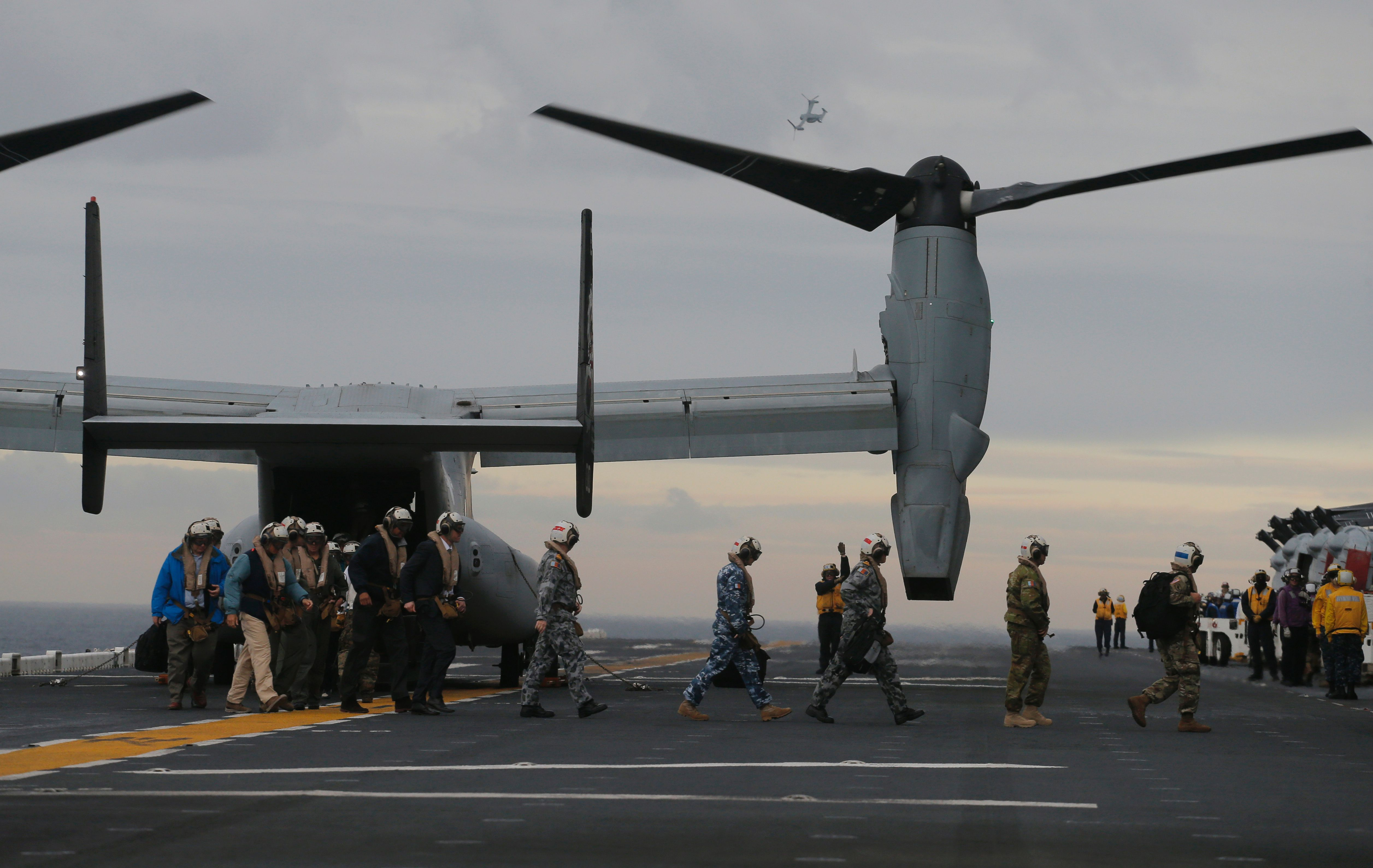 Participants in a ceremony marking the start of Talisman Saber 2017, a biennial joint military exercise between the United States and Australia, arrive on a US Marines MV-22B Osprey Aircraft on the deck of the USS Bonhomme Richard amphibious assault ship off the coast of Sydney on June 29, 2017. / AFP PHOTO / POOL / JASON REED        (Photo credit should read JASON REED/AFP/Getty Images)