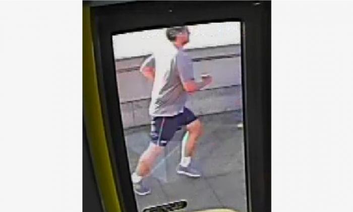 A CCTV image, received via the Metropolitan Police, shows a male jogger on Putney Bridge, in London, Britain May 5, 2017. (Metropolitan Police, Handout via Reuters)