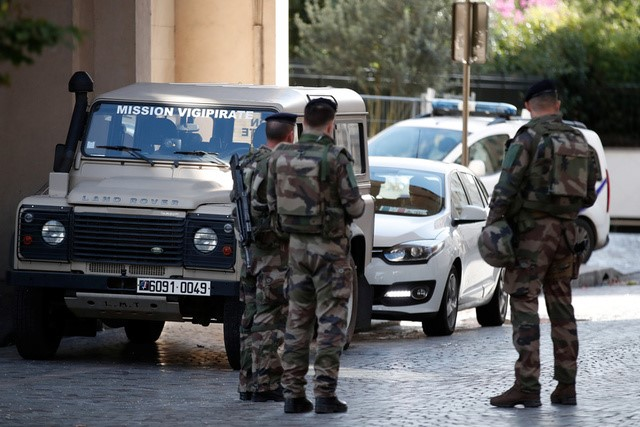 Soldiers secure the street near the scene where French soliders were hit and injured by a vehicle in the western Paris suburb of Levallois-Perret, France, August 9, 2017.     REUTERS/Benoit Tessier