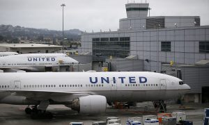 Woman Traveling to See Dying Mother Gets Kicked Off United Airlines Flight