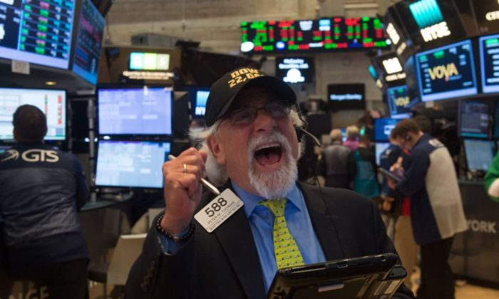 A trader wears a Dow 22,000 points hat on the floor at the closing bell of the Dow Jones  Industrial Average at the New York Stock Exchange on August 2, 2017 in New York.  (BRYAN R. SMITH/AFP/Getty Images)