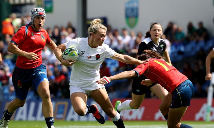 Megan Jones of England breaks through the tackle of Maria Casado of Spain to score a try during the Women's Rugby World Cup 2017 match between England and Spain on August 9, 2017 in Dublin, Ireland. (David Rogers/Getty Images)