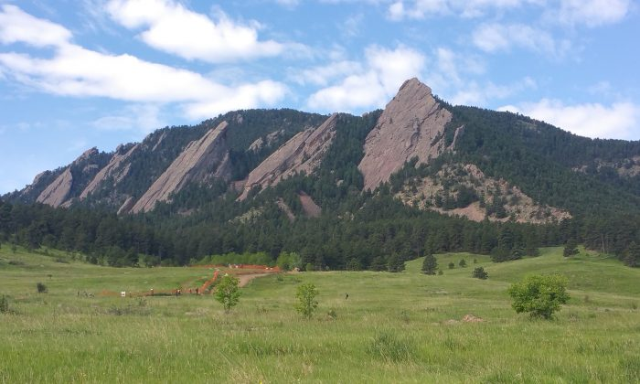 "The Flatirons in Chautauqua Park in Boulder, Colorado on June 2, 2017. (""The Flatirons are calling"" by James Tiffin Jr./Flickr [CC BY-SA 2.0*])"