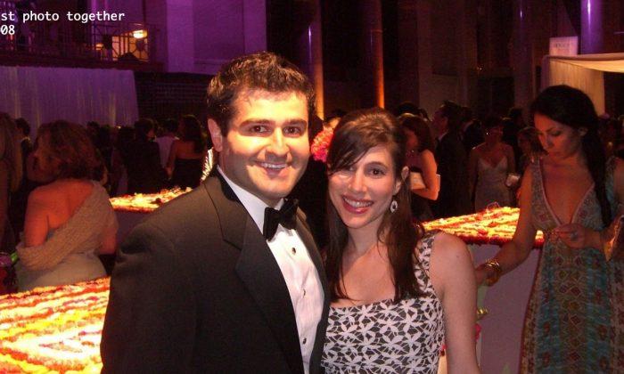 Alana Shultz and her husband on their wedding. (theknot.com)