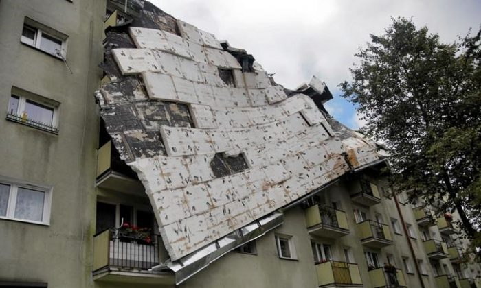 A roof destroyed by a storm hangs from an apartment building in Bydgoszcz, Poland August 12, 2017. (Agencja Gazeta/Grazyna Marks via Reuters)