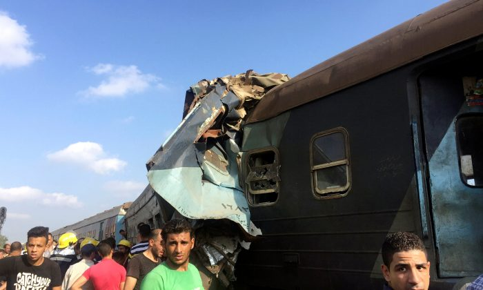 Egyptians look at the crash of two trains that collided near the Khorshid station in Egypt's coastal city of Alexandria, Egypt August 11, 2017. (Reuters/Osama Nageb)