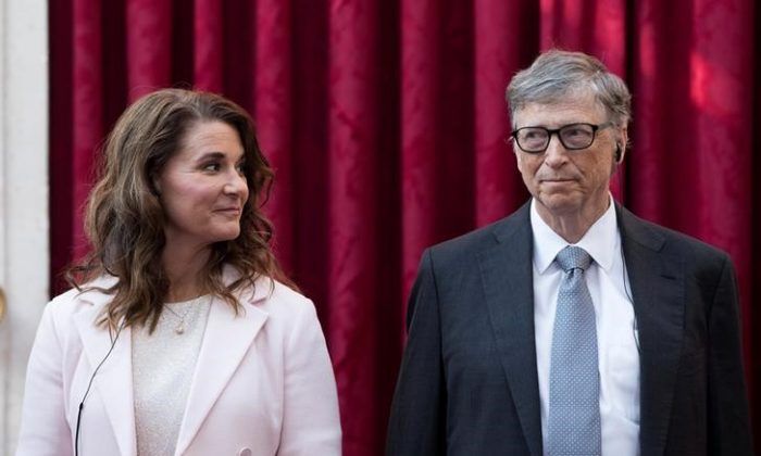 Philanthropist and co-founder of Microsoft, Bill Gates (R) and his wife Melinda listen to the speech by French President Francois Hollande, prior to being awarded Commanders of the Legion of Honor at the Elysee Palace in Paris, France on April 21, 2017. (REUTERS/Kamil Zihnioglu)