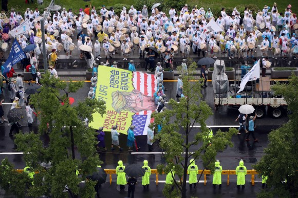 People march during a rally calling for peace on the peninsula in central Seoul, South Korea, August 15, 2017. (Park Dong-ju/Yonhap via Reuters)