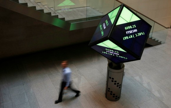 File photo: A man walks through the lobby of the London Stock Exchange in London, Britain August 25, 2015. (Reuters/Suzanne Plunkett/File Photo)