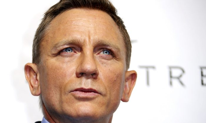 "Actor Daniel Craig poses for photographers on the red carpet at the French premiere of the new James Bond 007 film ""Spectre"" in Paris, France, October 29, 2015. (Reuters/Benoit Tessier/File Photo)"