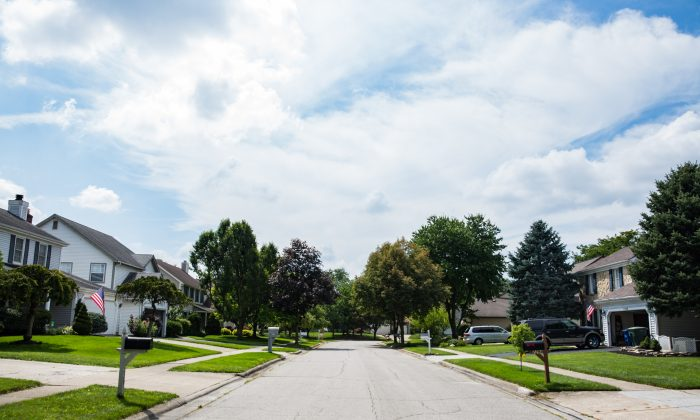 A neighborhood street near where Marsha lives in the northwest part of Columbus, Ohio, on July 28. (Benjamin Chasteen/The Epoch Times)