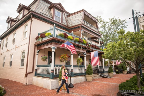 Shops and restaurants on High Street, one of Worthington's most popular streets in Columbus, Ohio, on Aug. 4, 2017. (Benjamin Chasteen/The Epoch Times)