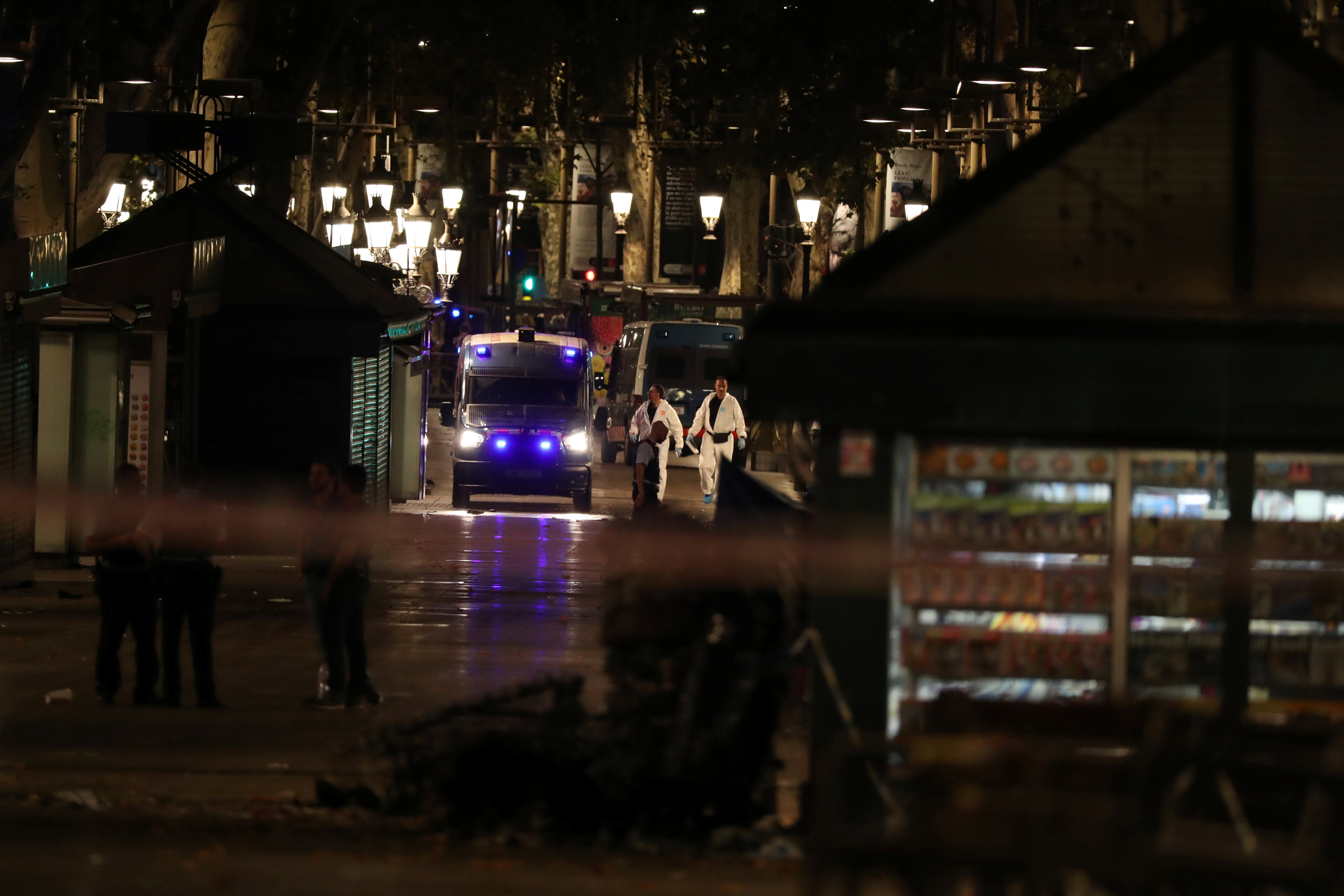 Forensic police officers search for clues near the area where a van crashed into pedestrians at Las Ramblas in Barcelona, Spain, August 17, 2017. (REUTERS/Sergio Perez)