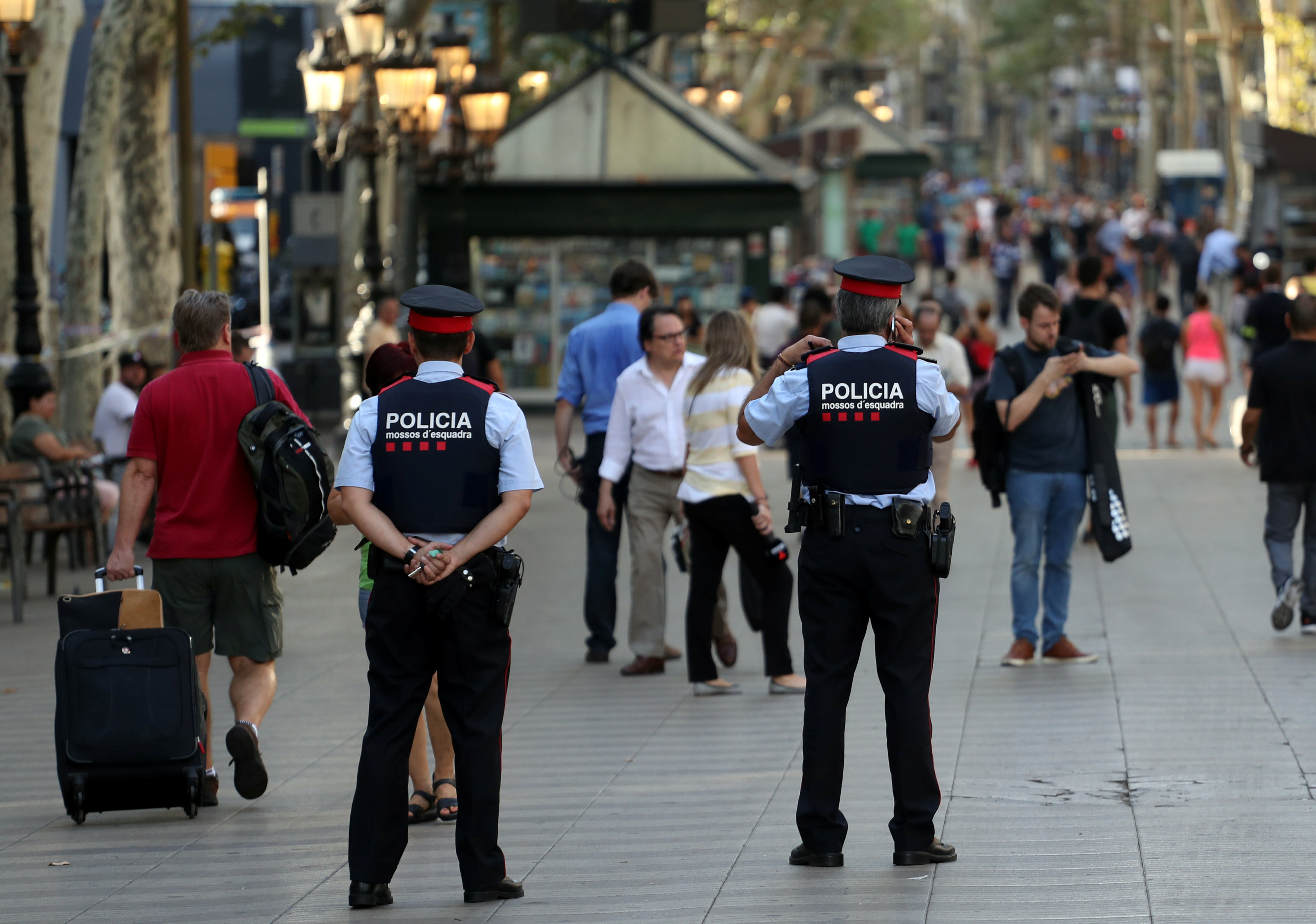 Catalan Mossos d'esquadra officers patrol at Las Ramblas street where a van crashed into pedestrians in Barcelona, Spain August 18, 2017. (REUTERS/Sergio Perez)