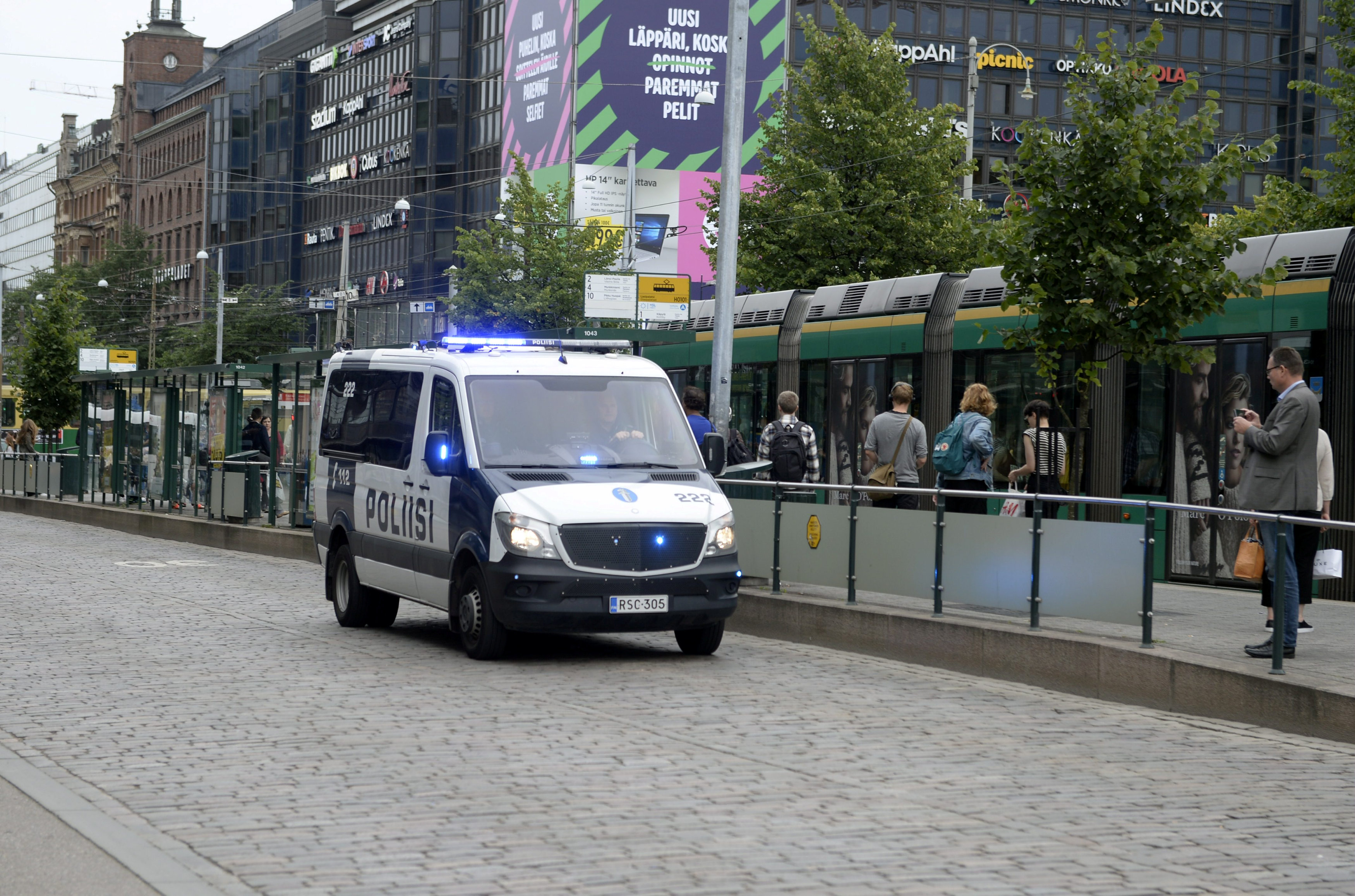 Finnish police patrol the streets, after stabbings in Turku, in Central Helsinki, Finland August 18, 2017. LEHTIKUVA/Linda Manner via REUTERS