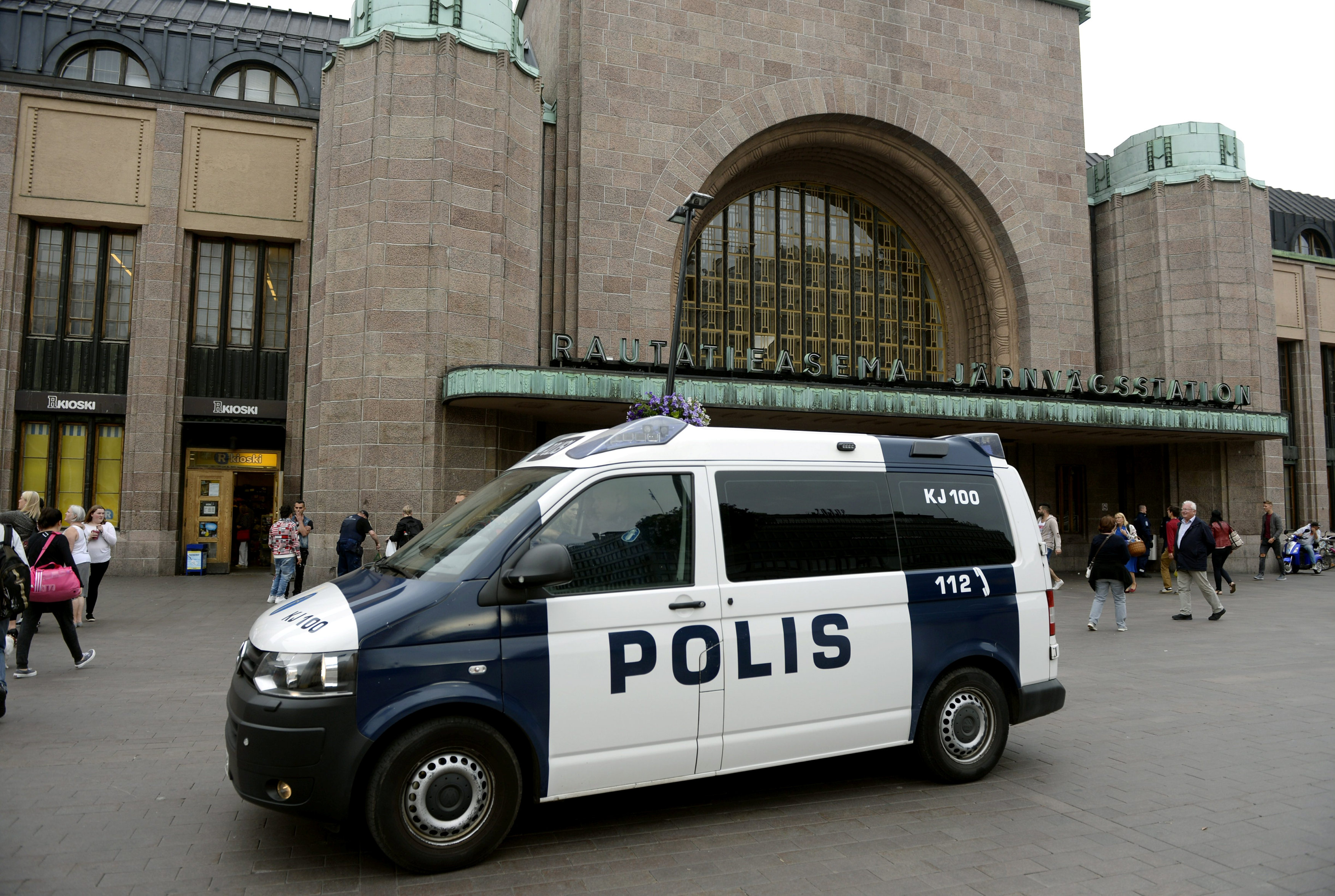 Finnish police patrol in front of the Central Railway Station, after stabbings in Turku, in Central Helsinki, Finland August 18, 2017. LEHTIKUVA/Linda Manner via REUTERS     ATTENTION EDITORS - THIS IMAGE WAS PROVIDED BY A THIRD PARTY. NOT FOR SALE FOR MARKETING OR ADVERTISING CAMPAIGNS. NO THIRD PARTY SALES. NOT FOR USE BY REUTERS THIRD PARTY DISTRIBUTORS. FINLAND OUT. NO COMMERCIAL OR EDITORIAL SALES IN FINLAND.