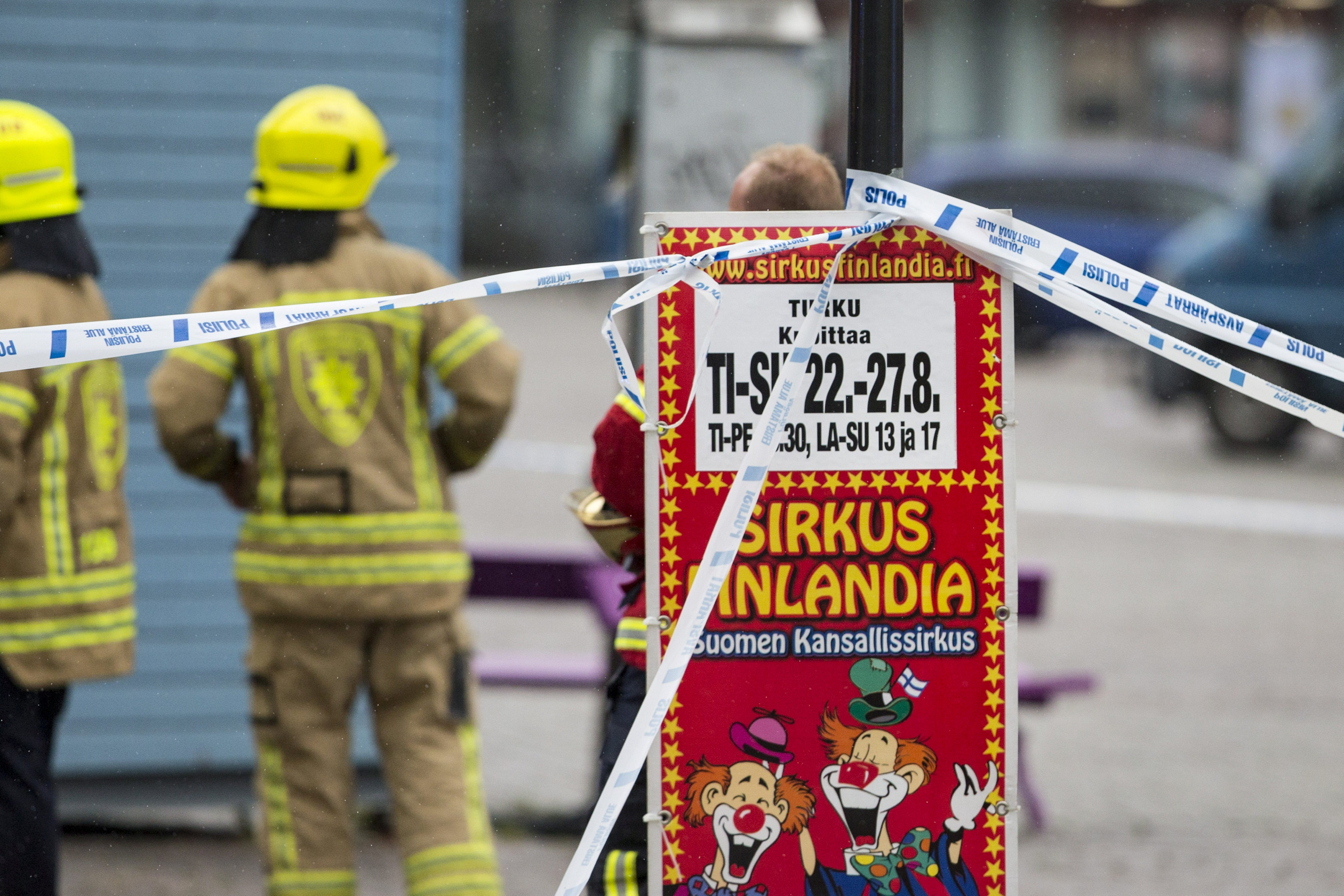 Rescue personnel cordon the place where several people were stabbed, at Turku Market Square, Finland August 18, 2017.  LEHTIKUVA/Roni Lehti via REUTERS