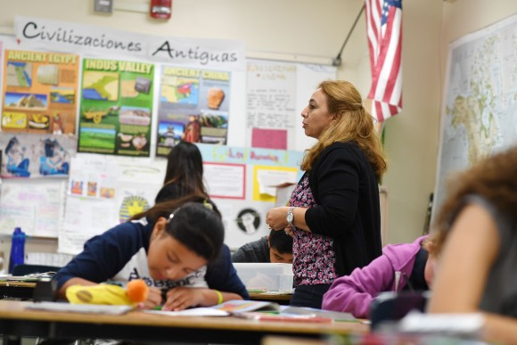 Instructor Blanca Claudio teaches a history lesson in Spanish in a Dual Language Academy class at Franklin High School in Los Angeles, California, on May 25, 2017.  (ROBYN BECK/AFP/Getty Images)