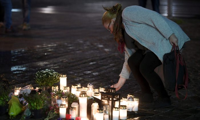 Candles at Turku Market Square for the victims of Friday's stabbings are pictured in Turku, Finland August 18, 2017.  (Lehtikuva/Vesa Moilanen via Reuters)
