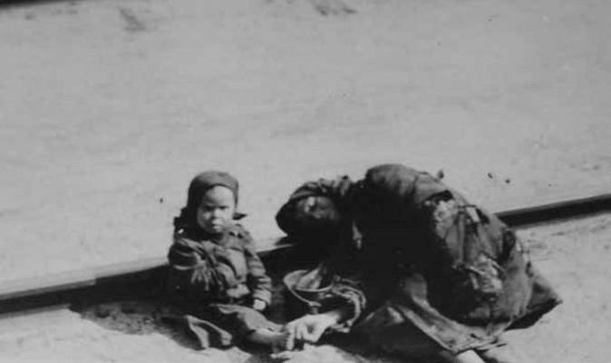 Victims of the famine, 1922. From: Exhibition on America's Humanitarian Aid to Soviet Russia during the Famine of 1921-1923 (Public Domain)