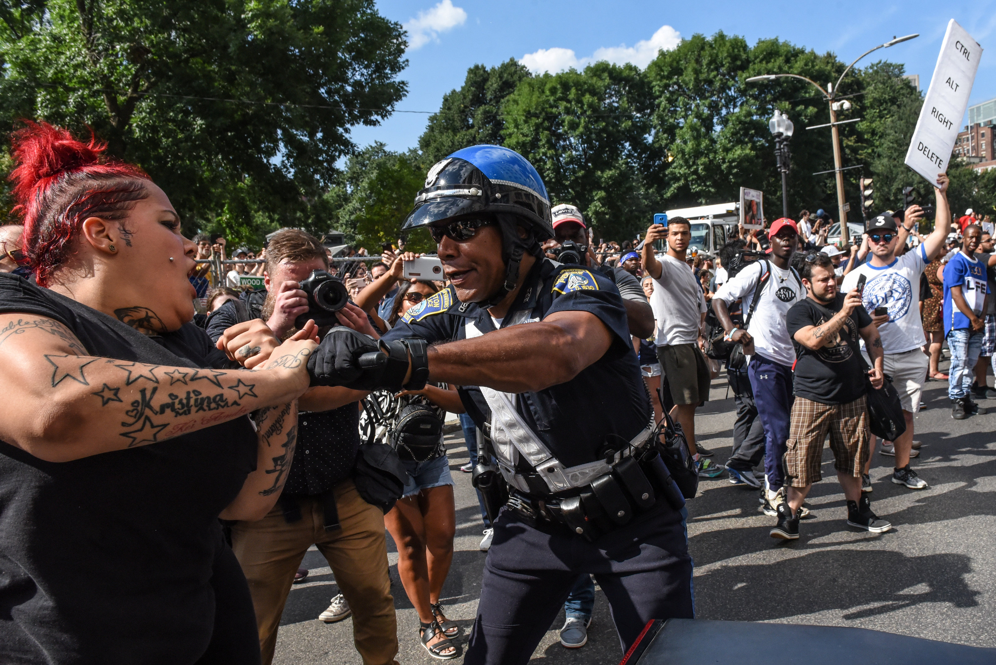 Counter protesters clash with Boston Police outside of the Boston Commons and the Boston Free Speech Rally in Boston, Massachusetts, U.S., Aug. 19, 2017. (REUTERS/Stephanie Keith)