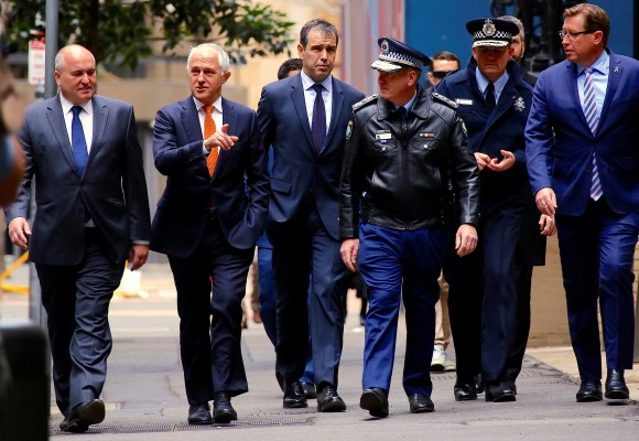 Australian Prime Minister Malcolm Turnbull walks with officials along a street before holding a media conference announcing Australia's national security plan to protect public places in central Sydney, Australia, August 20, 2017. (Reuters/David Gray)