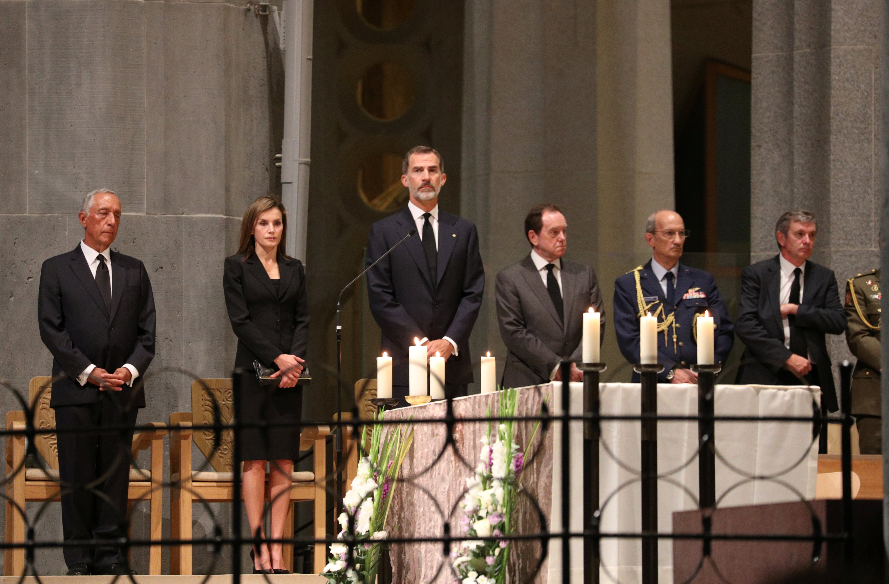 Portuguese president Marcelo Rebelo de Sousa and King Felipe of Spain with his wife Letizia are seen as High mass is celebrated in the Basilica of the Sagrada Familia in memory of the victims of the van attack at Las Ramblas in Barcelona earlier this week, Spain on August 20, 2017. (REUTERS/Sergio Perez)
