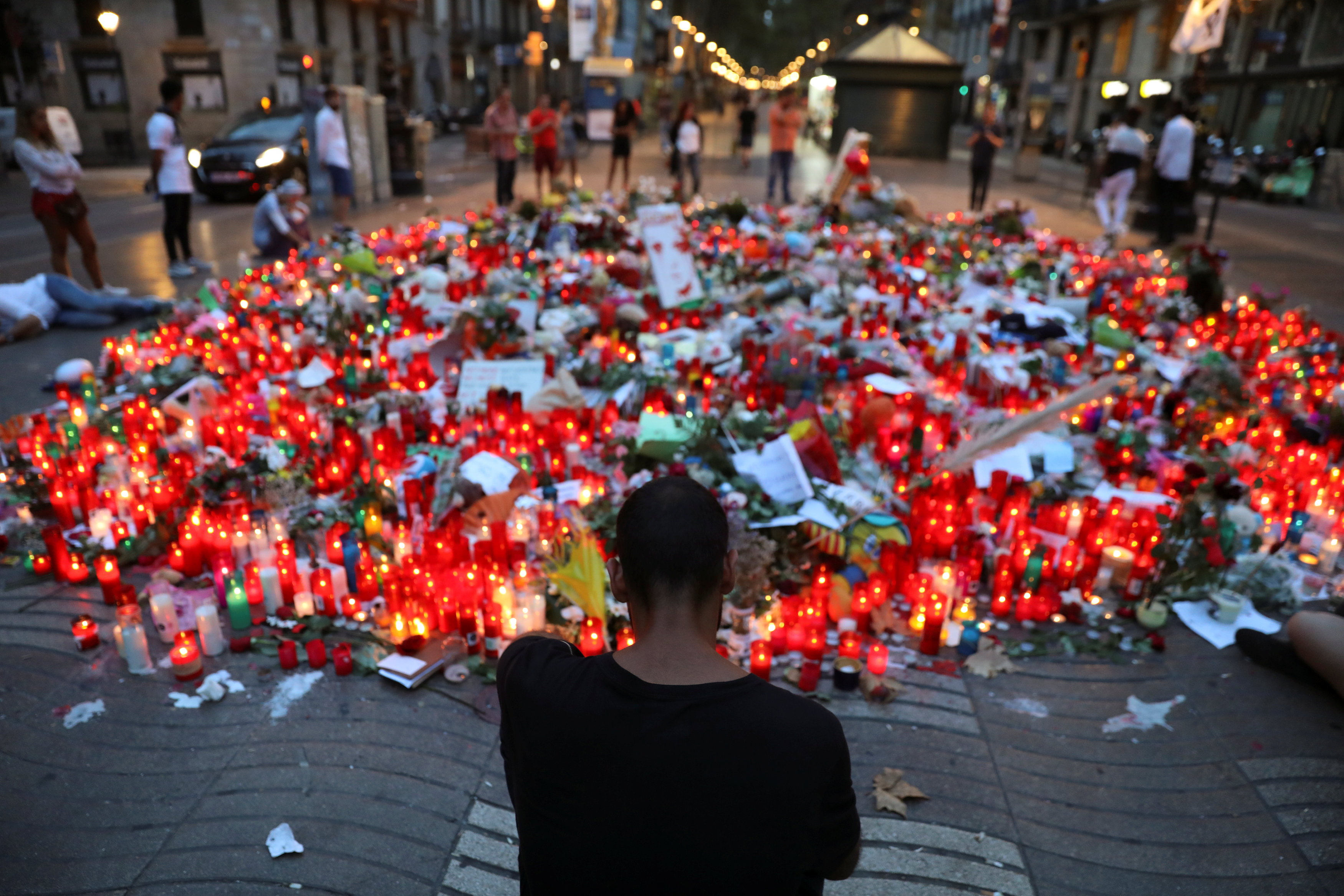 People gather at an impromptu memorial where a van crashed into pedestrians at Las Ramblas, in Barcelona, Spain on August 20, 2017. (REUTERS/Susana Vera)