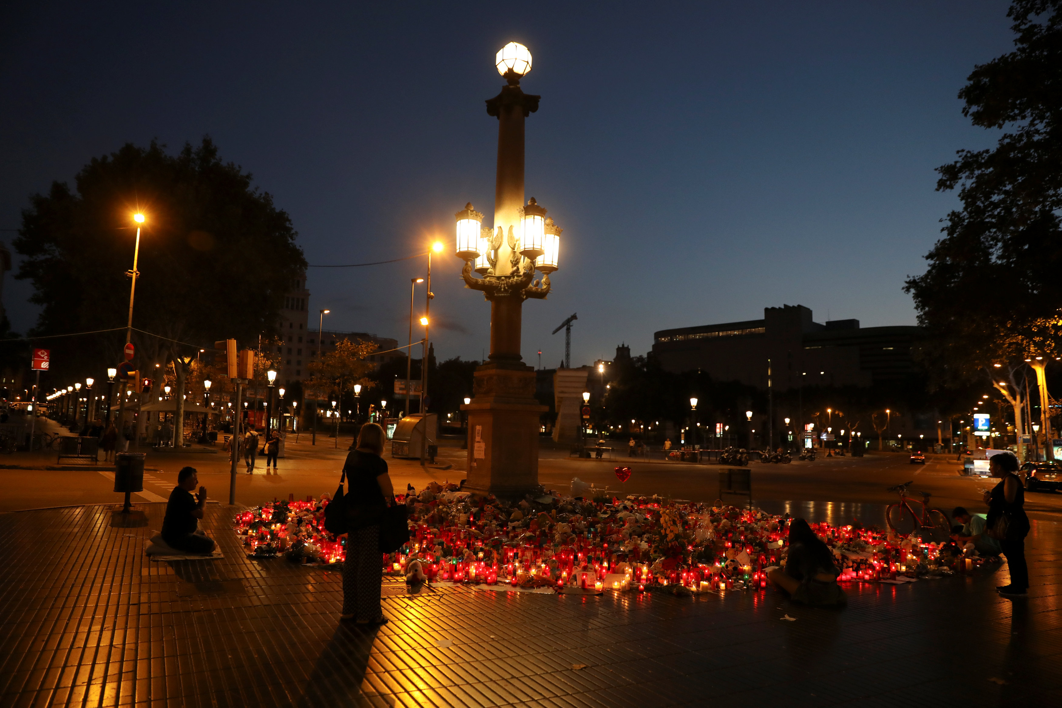 People gather at an impromptu memorial where a van crashed into pedestrians at Las Ramblas in Barcelona, Spain on August 21, 2017. (REUTERS/Susana Vera)