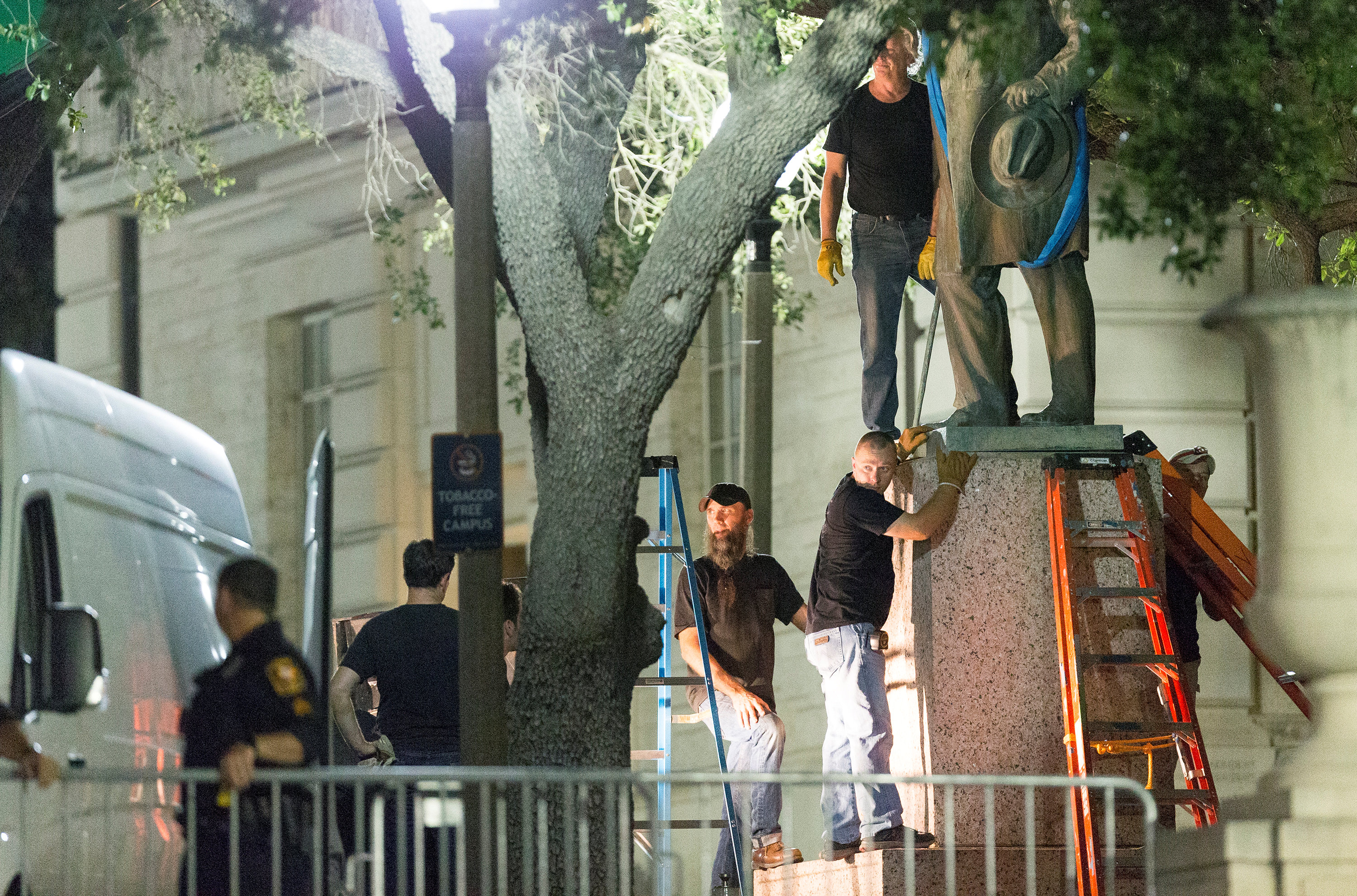 Workers remove Confederate Postmaster General John Reagan statue from the south mall of the University of Texas in Austin, Texas on Aug. 21, 2017. (REUTERS/Stephen Spillman)