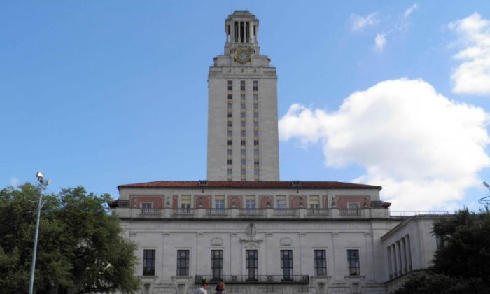 FILE PHOTO: People walk at the University of Texas campus in Austin, Texas, June 23, 2016. REUTERS/Jon Herskovitz