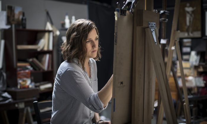 Artist Jessica Leigh Artman works on a drawing at Grand Central Atelier in Queens, New York, on Aug. 11, 2017. (Samira Bouaou/The Epoch Times)