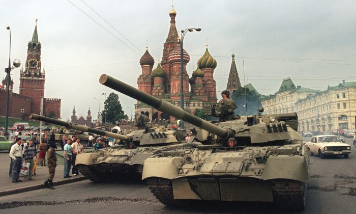 A picture taken on August 19, 1991 shows Soviet Army tanks parked near Spassky gate (L), an entrance to the Kremlin and Basil's Cathedral (C) in Moscow's Red Square after a coup toppled Soviet President Mikhail Gorbachev. 