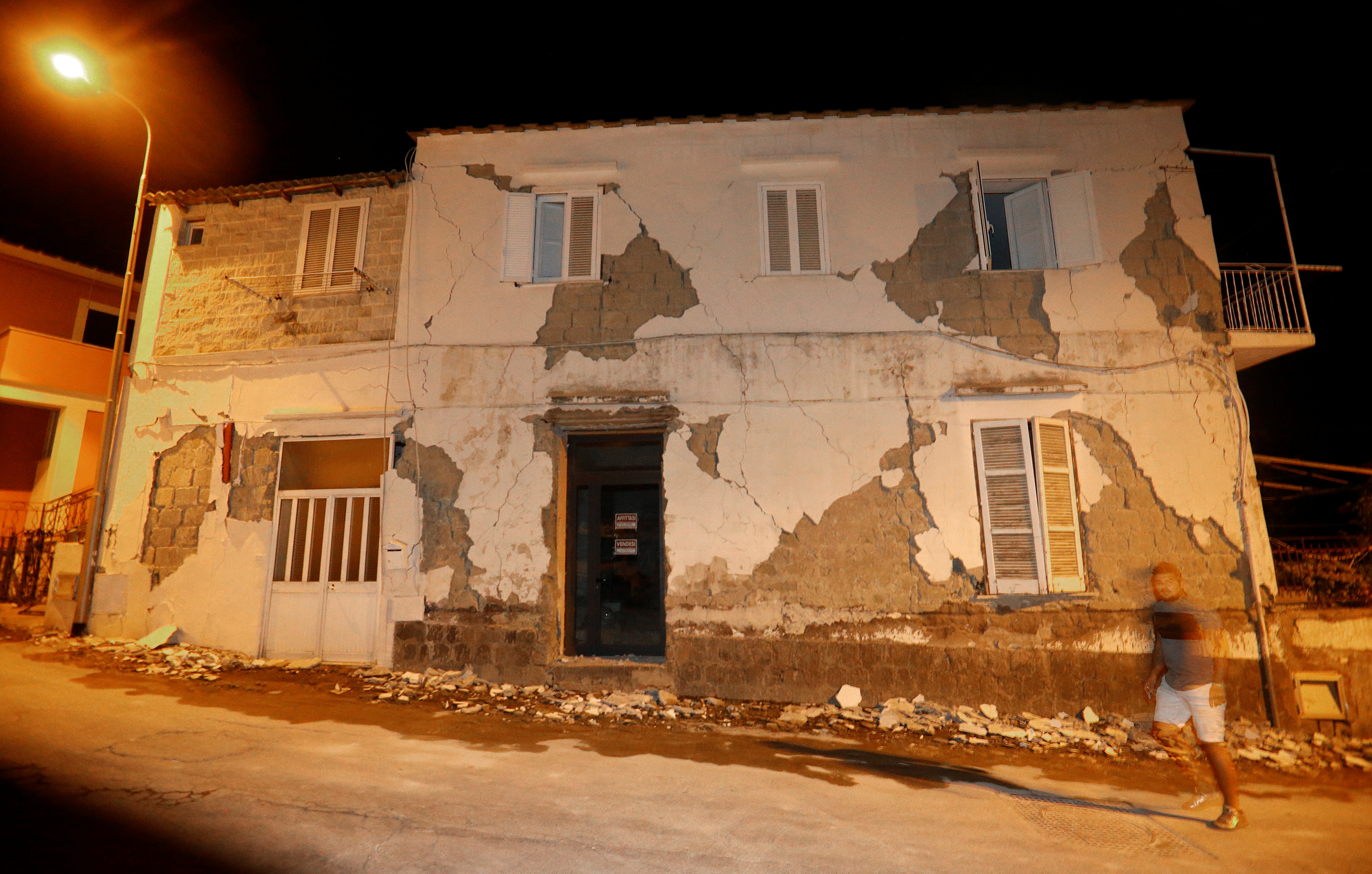 A damaged house is seen after an earthquake hit the island of Ischia, off the coast of Naples, Italy on August 22, 2017. (REUTERS/Ciro De Luca)