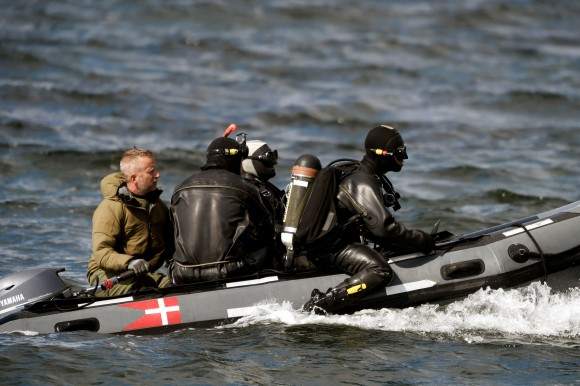 Divers from the Danish Defence Command prepare for a dive in Koge Bugt near Amager in Copenhagen, Denmark August 22, 2017. (Scanpix Denmark/Liselotte Sabroe via Reuters)
