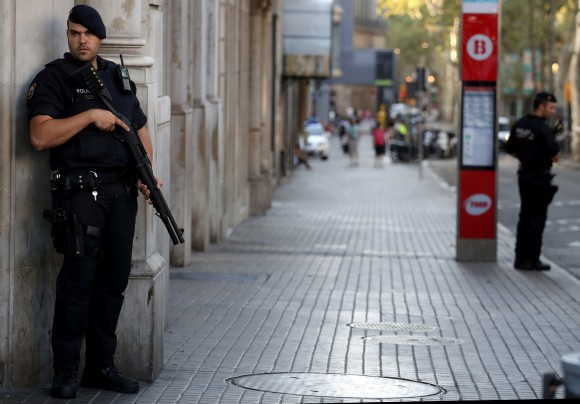 FILE PHOTO: Armed Catalan Mossos d'esquadra officers stand guard at Las Ramblas street where a van crashed into pedestrians in Barcelona, Spain, August 18, 2017. (Reuters/Sergio Perez/File Photo)