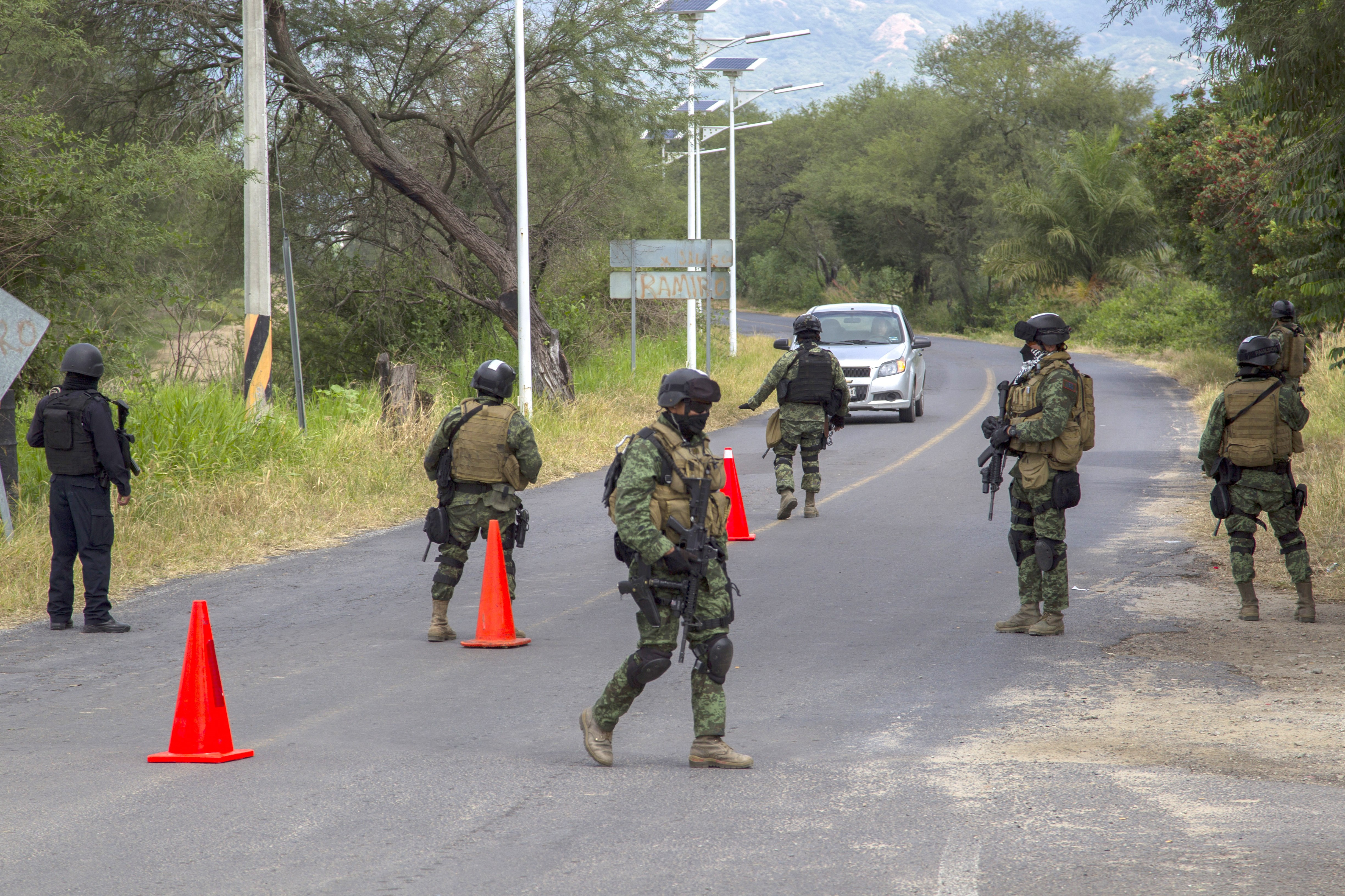 Mexican special forces man a checkpoint in San Antonio Matute, Jalisco State, Mexico on September 22, 2015 after a clash with gangs. AFP PHOTO/HECTOR GUERRERO        (Photo credit should read HECTOR GUERRERO/AFP/Getty Images)
