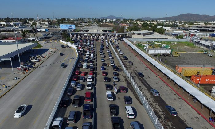 Aerial view of motorists waiting to cross the border bridge between Mexico and the U.S. at the Otay checkpoint on Jan. 25, 2017 in Tijuana, Mexico.  ( MARIO VAZQUEZ/AFP/Getty Images)