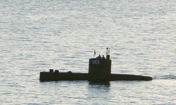 "Allegedly Swedish journalist Kim Wall stands next to a man in the tower of the private submarine ""UC3 Nautilus"" on August 10, 2017 in Copenhagen Harbor.  (PETER THOMPSON/AFP/Getty Images)"