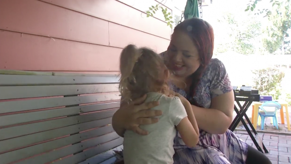 Mother Blaire Noirot and her 3-year-old daugher. (Screenshot via WICS)